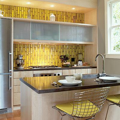 Azulejos decorados em amarelo