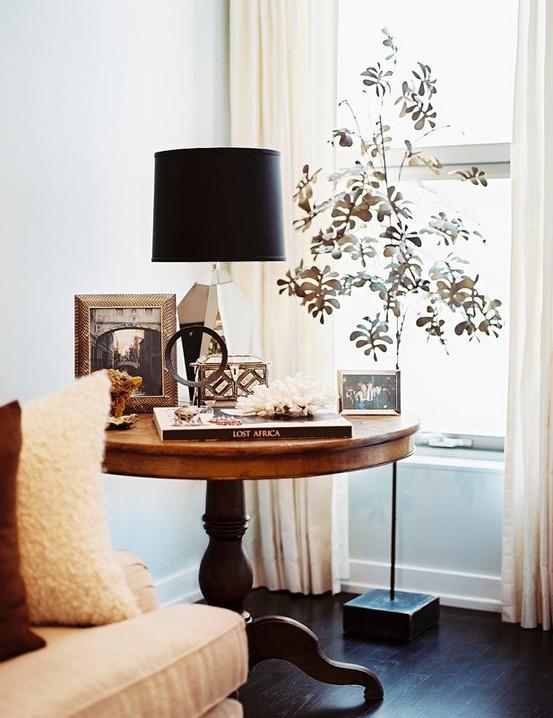 Mesa lateral ? Saiba como usar e decorar a sua com eleg?ncia