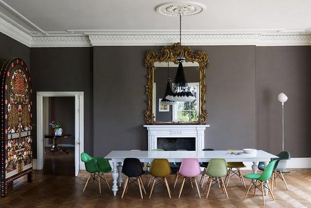 Sala de jantar decorada com Charles Eames
