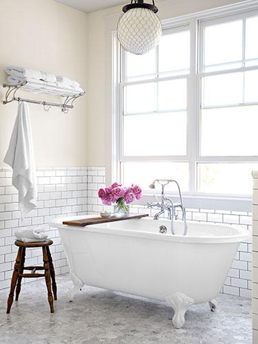 Banheiro decorado no estilo clássico