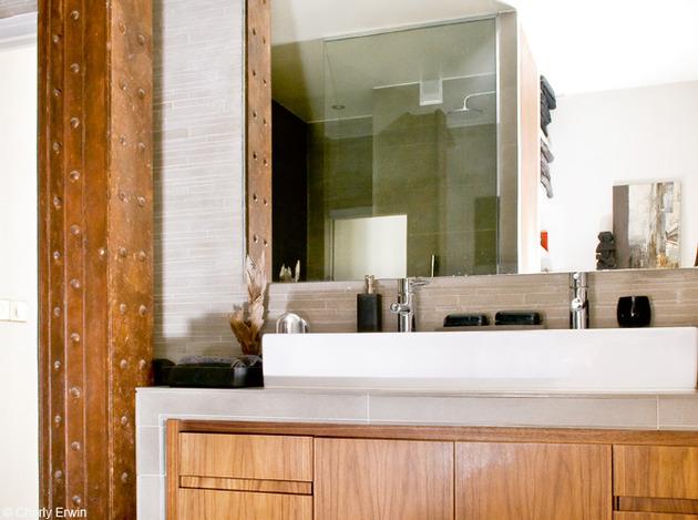 O Banheiro é elegante neste Loft