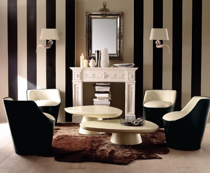 Papéis de parede e móveis clássico dão o tom da decoração