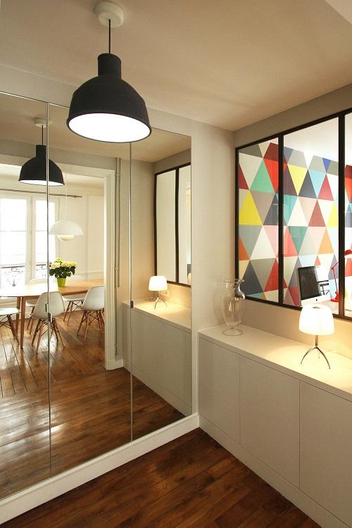 O apartamento é moderno e cheio de vida