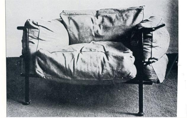 O primeiro modelo da poltrona LC2 feito de plumas