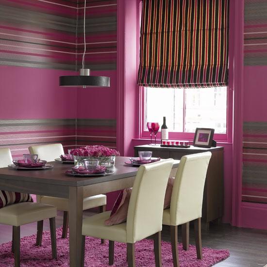 Parede colorida na sala de jantar