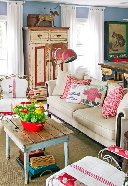 decoracao de sala retro:Living Room Decorating with Flea Market Finds