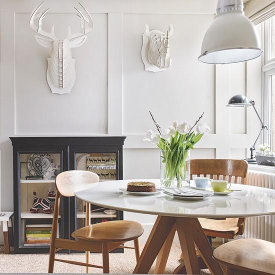 Sala de jantar com camadas de branco