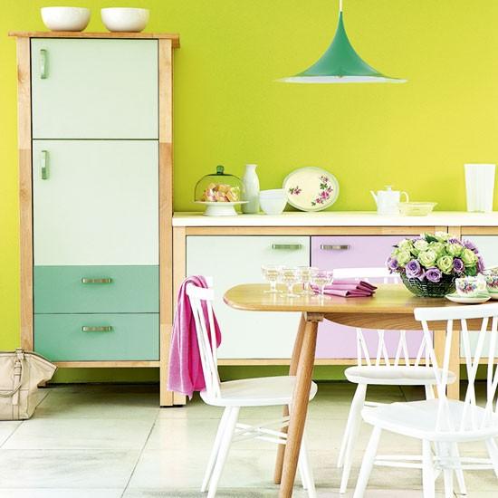 As cozinhas coloridas tem um que de nostalgia
