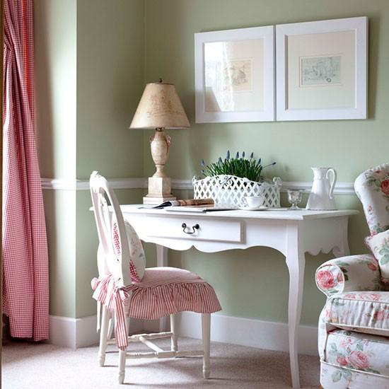 Home Office colorido e delicado