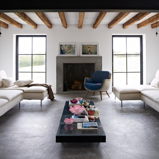 Uma sala contemporânea e sofisticada