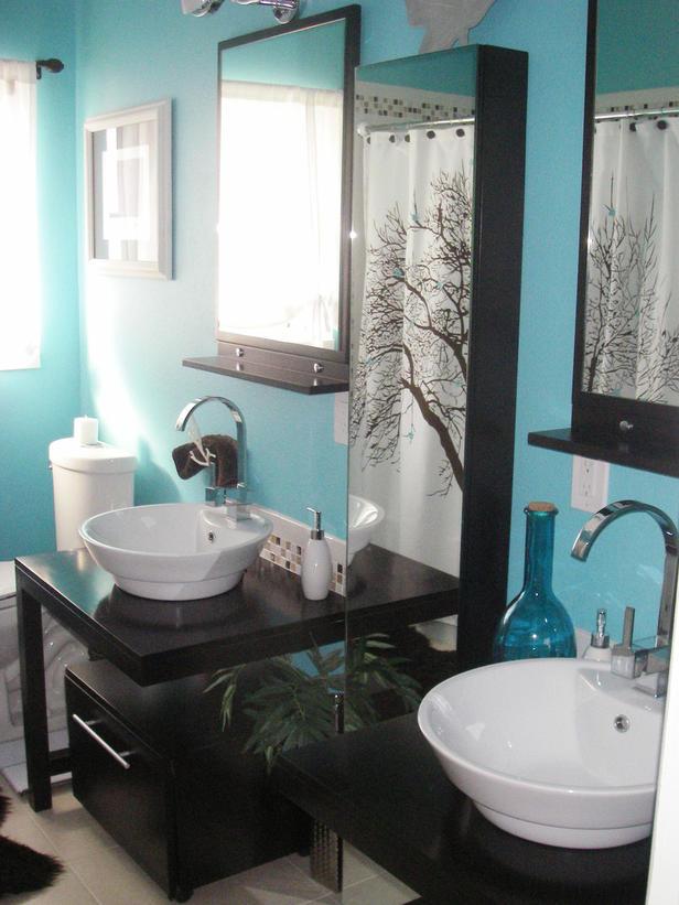 Banheiros coloridos e modernos