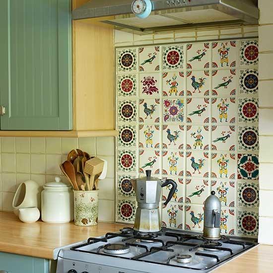 Cozinha aconchegante com azulejos personalizados
