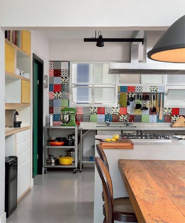 Cozinha com azulejos em patchwork