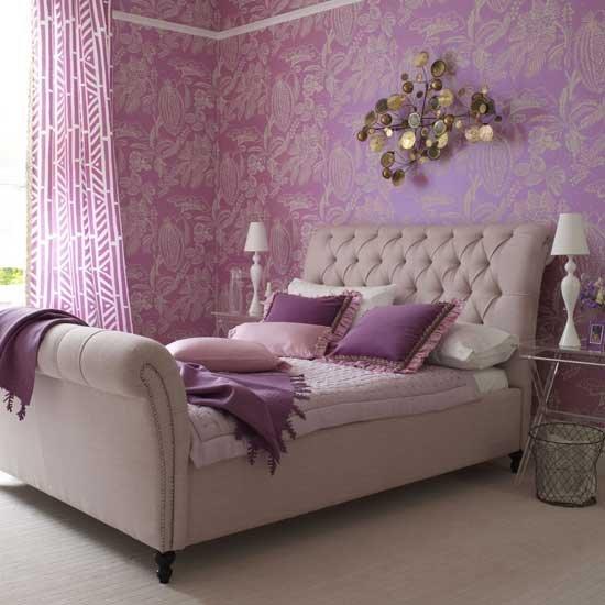 Papel de parede branco com roxo