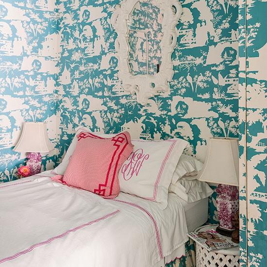 Um quarto pequeno e vibrante