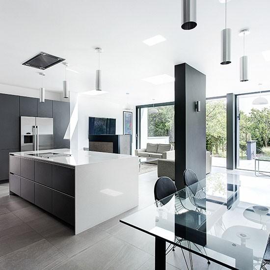 Cozinha moderna com escala de cinza