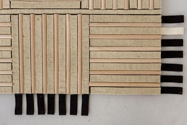 O carpete de lã e madeira