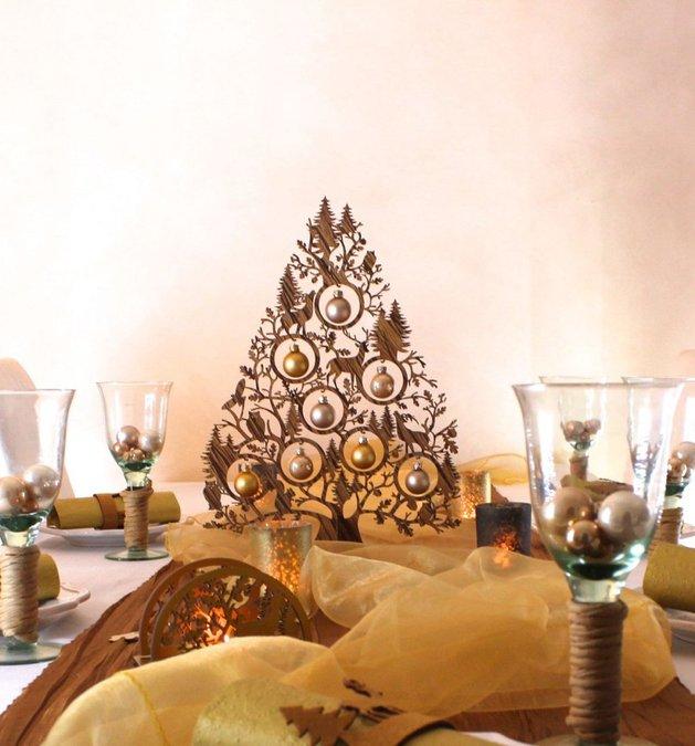 A árvore pequena é perfeita para enfeitar uma mesa