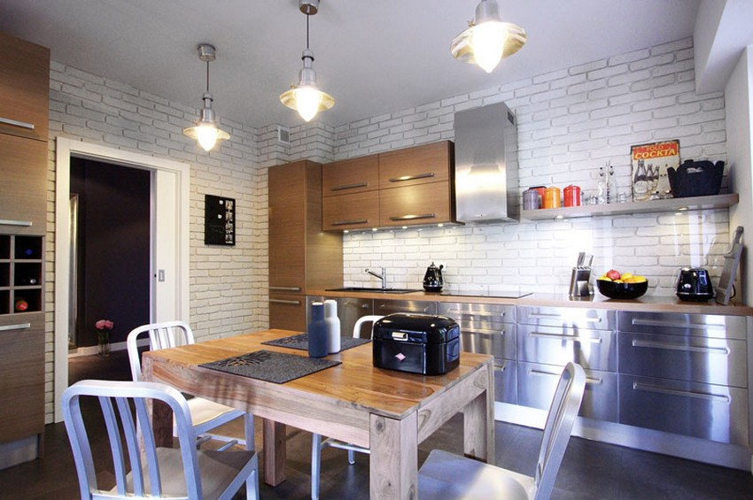 A cozinha é encantadora e aconchegante