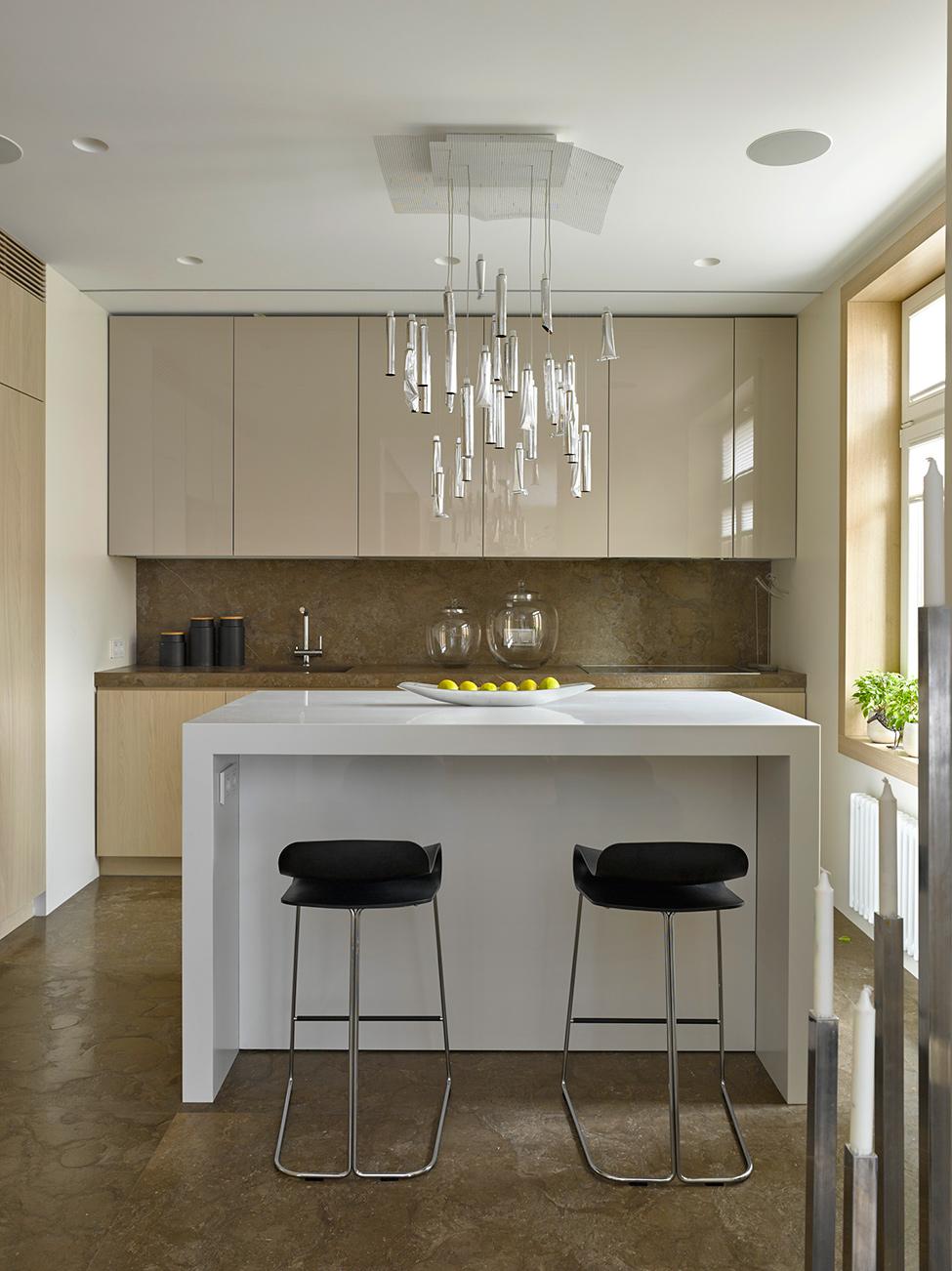 A cozinha segue a linha moderna e atraente
